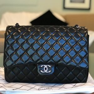 CHANEL MAXI CLASSIC DOUBLE FLAP BAG/BLACK LAMBSKIN